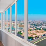 Нужно ли остеклять балкон