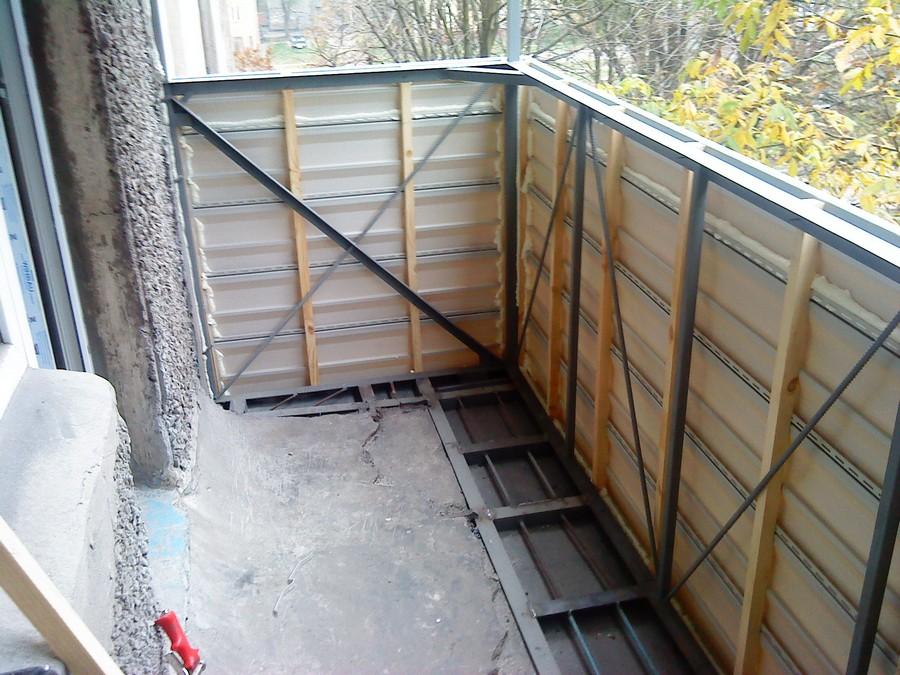Сварочные роботы. Вынос балкона по полу.