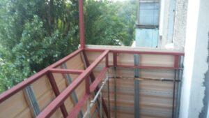 Балкон под ключ с выносом по подоконнику