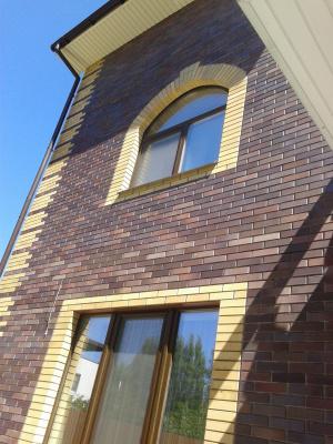 Частный дом . Окна Rehau 70 ламинация тёмный дуб