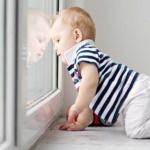 Ребенок и окно – замки на окна